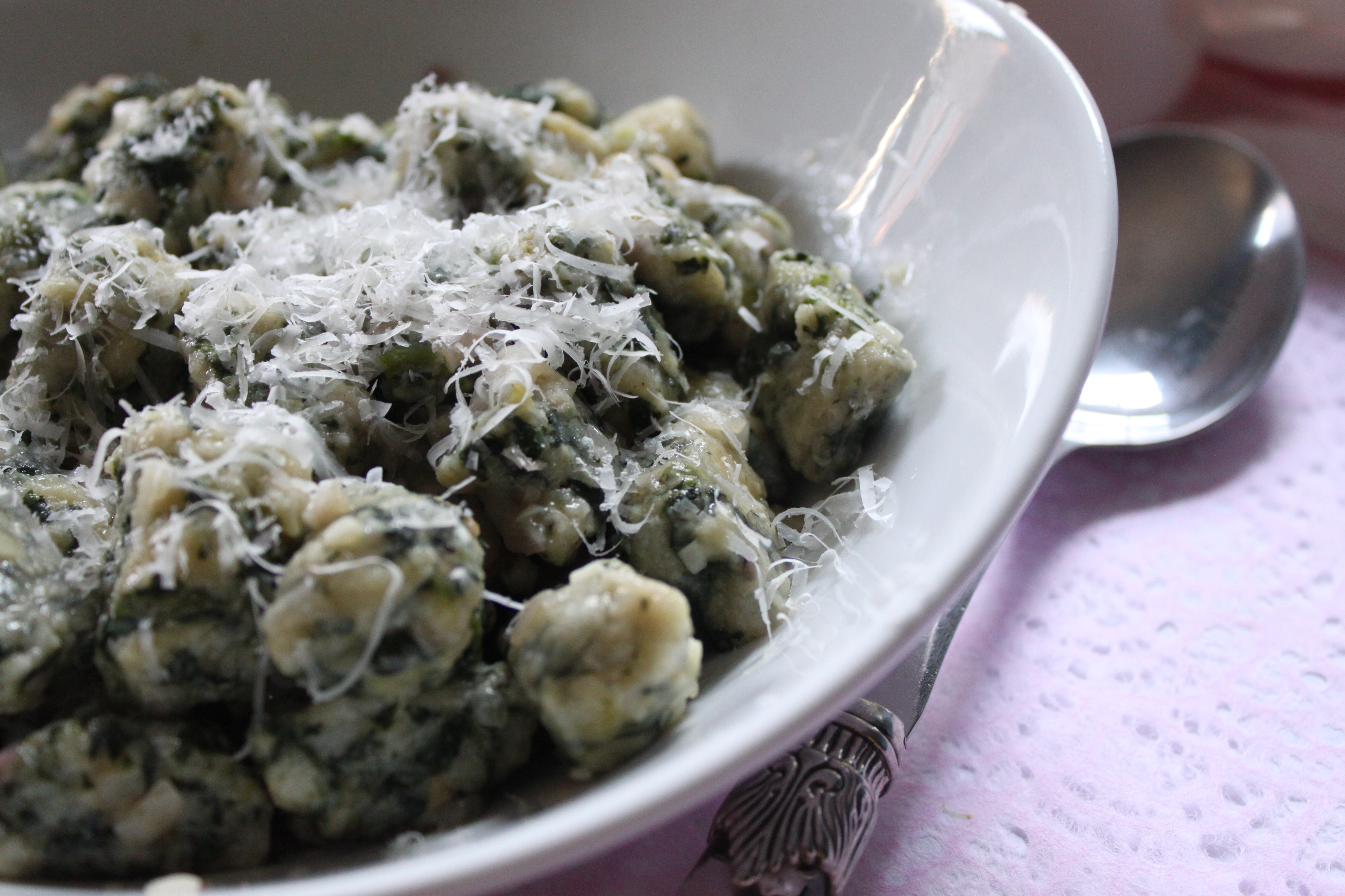 Oquis del 29 hungry sofia i missed last months oquis del 29 post due to technical difficulties i was in the middle of trying this recipe for bread and spinach gnocchi for the forumfinder Gallery